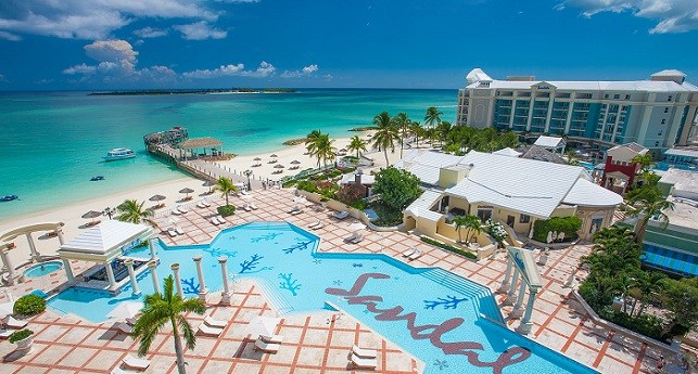 07e7bc176b7cb This oasis is considered to be the most elegant resorts in the Bahamas.  Seductive alabaster sand beaches and crystalline waters embrace tropical  gardens and ...