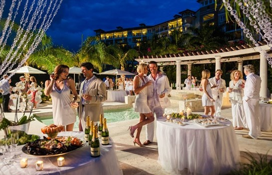 Sandals Grande Antigua Is Located On S Best And Most Famous Beach Enson Bay Explore The Caribbean Grove A Charming Seaside Garden Oasis